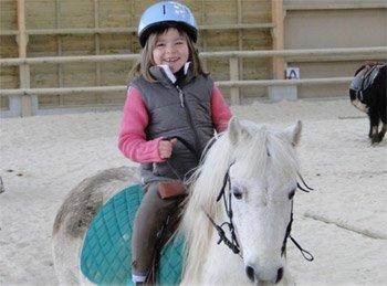fillette poney.jpg