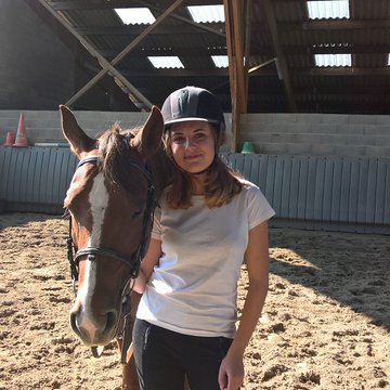 Confiez le débourrage de votre cheval à Florence Perli et son équipe