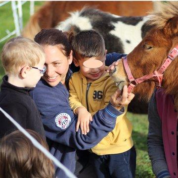 Un poney pour grandir à la ferme Epona à Châtonnay pour les 2-4 ans